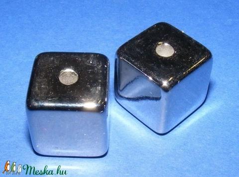 Felületkezelt műanyag köztes-28 (kocka/1 db) - Meska.hu