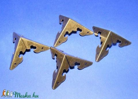 Fémsarok (17. minta/1 db) - 29x29 mm - Meska.hu
