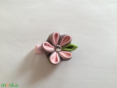 Kanzashi virágos hajcsat (szürke-halvány rózsaszín) - Meska.hu