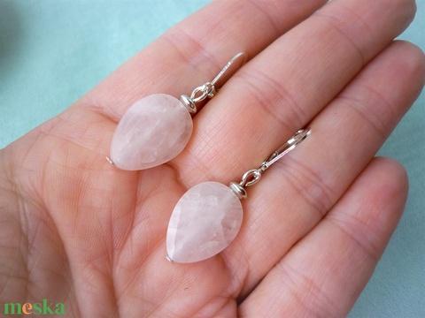 Rose csepp - csiszolt rózsakvarc ásvány fülbevaló - ékszer - fülbevaló - lógó csepp fülbevaló - Meska.hu