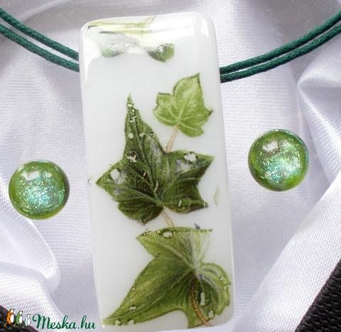 Zöld borostyán üvegékszer, ajándék anyák napjára, névnapra, születésnapra. (Dittiffany) - Meska.hu