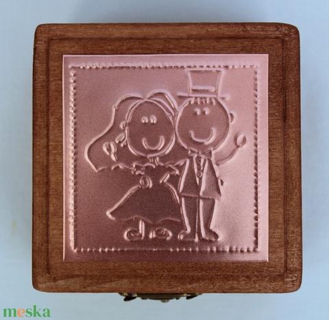 Just married - gyűrűtartó doboz dombornyomott fémlemezzel, exkluzív béléssel = - esküvő - kiegészítők - gyűrűtartó & gyűrűpárna - Meska.hu