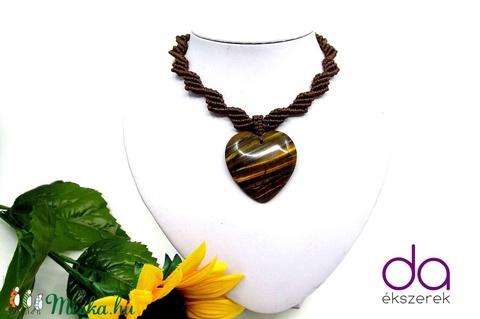 Barna makramé nyaklánc, szív alakú tigrisszem medállal - Meska.hu