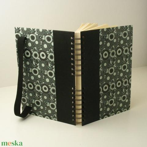 Elegáns, fekete és zöld spirálfüzet kemény borítóval, spirálozott jegyzetfüzet fekete gumival, férfiaknak - Meska.hu