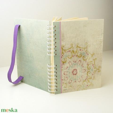 Virágmotívumos, pasztellszínű spirálfüzet kemény borítóval, spirálozott jegyzetfüzet, notesz lila gumival - Meska.hu
