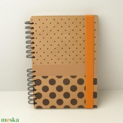 Pöttyös spirálfüzet natúrbarna, kemény borítóval, spirálozott jegyzetfüzet narancssárga gumival, természetes színekben - Meska.hu