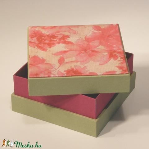 Virágmintás díszdoboz, ajándékos doboz; papír és vászon kombinációja, a fedelén nyomtatott virágmintás papír  - Meska.hu