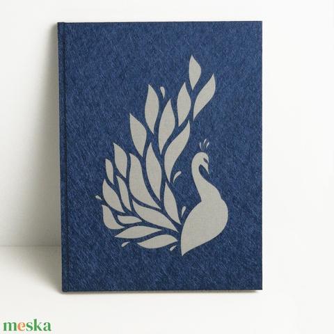 Kék, pávás napló, jegyzetfüzet pávával, kézzel fűzött üres könyv, emlékkönyv, vendégkönyv lézerrel kivágott páva motívum - Meska.hu
