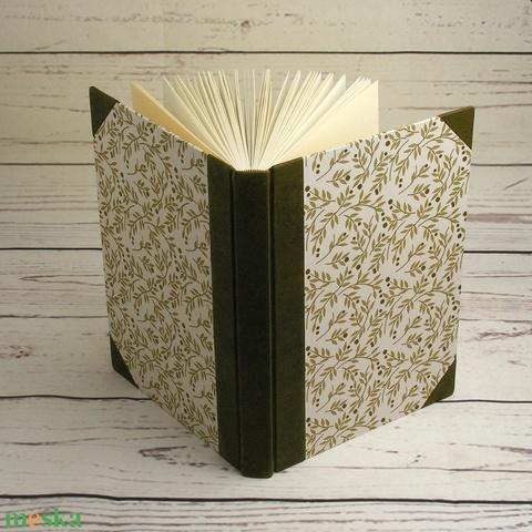 Regiszteres könyv, B5 méretű. Kézzel fűzött, vonalas regiszteres lapok, valódi bőr gerinc és sarkok, nyomtatott papír - Meska.hu