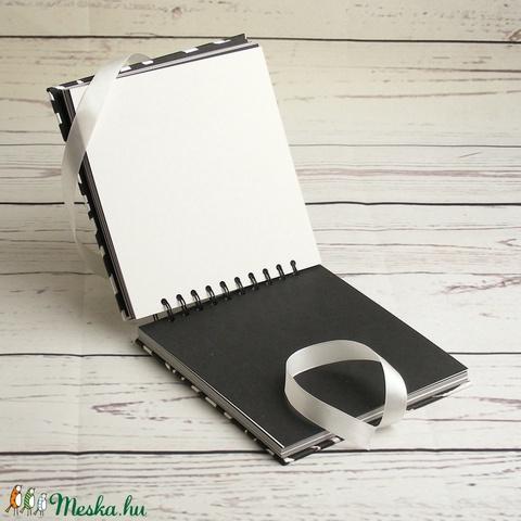 Spirálozott fotóalbum zebracsíkos borítóval, fehér szatén megkötővel, fekete és fehér belső lapokkal - Meska.hu
