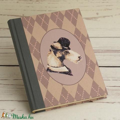 Kutyás napló sima lapokkal, A5 notesz vászon gerinccel, kézzel fűzött kutyás emlékkönyv, jegyzetelő gentleman kutyával - Meska.hu