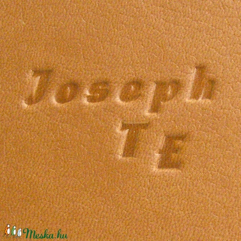 Napló, jegyzetfüzet, barna notesz kézzel fűzött sima lapokkal, gumival. Középbarna műbőr borító, kockás előzékpap - Meska.hu