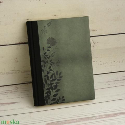 Napló, jegyzetelő, kézzel fűzött emlékkönyv, notesz. Különböző belsővel, sima, vonalas, kockás vagy pontozott lapokkal - Meska.hu