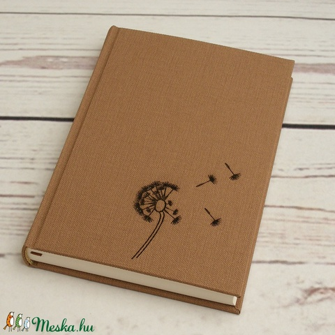 Pitypangos napló világosbarna, mogyorószínű, vászonhatású borítóval, kézzel fűzött, sima, üres lapokkal (enciboltja) - Meska.hu