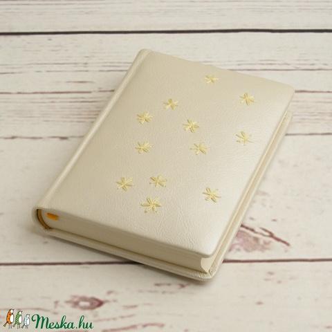 Gyöngyház színű bőrnapló, emlékkönyv, vendégkönyv. A bőr borító kézzel hímzett, üres lapok, színes előzék, esküvőre - Meska.hu