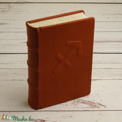 Valódi bőr napló NYILAS jegyűeknek, középkori technikával, valódi bordára fűzéssel, narancsos barna borító domborítással - Meska.hu