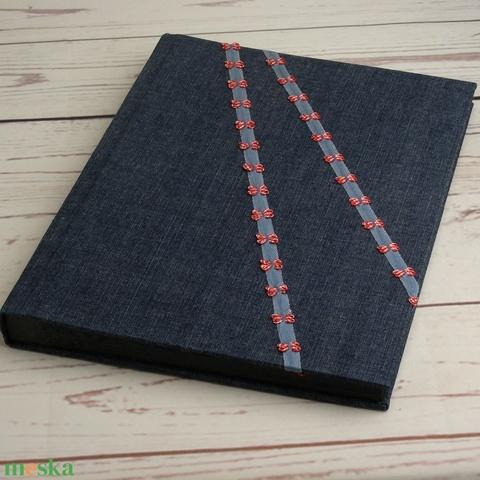 Nagyméretű fotóalbum farmervászon borítóval, kézzel fűzött, fekete lapokkal és pókpapírral, szalag piros kockás masnik - Meska.hu