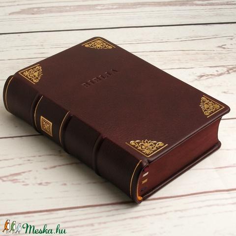 Biblia valódi bőr borítóval, felújított 1975-ös kiadás. Aranyozott és vaknyomással díszített bordó borjúbőr borító - Meska.hu