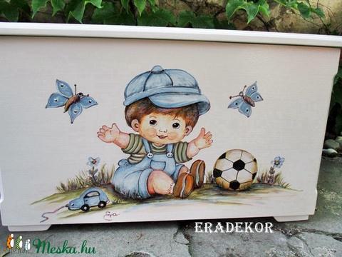Játéktároló láda labdával - Meska.hu