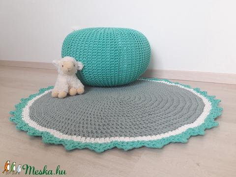 Puff és szőnyeg (EszterlancKS) - Meska.hu