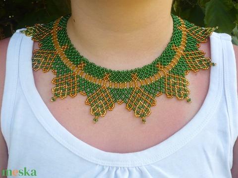 zöld-arany ukrán leveles gyöngygallér, gyöngynyaklánc. - ékszer - nyaklánc - nyakpánt, gallér - Meska.hu
