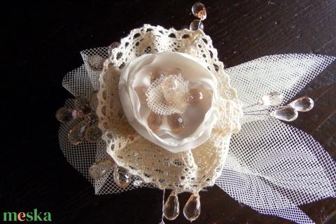 Menyasszonyi Hajdísz Vintage virág,csipkével - Meska.hu
