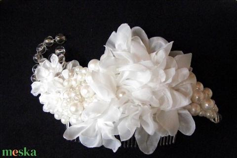 Fehér elegancia hajdísz,fejdísz esküvőre (eviara) - Meska.hu