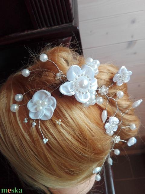 Hajdísz fehér virágos,esküvőre - Meska.hu