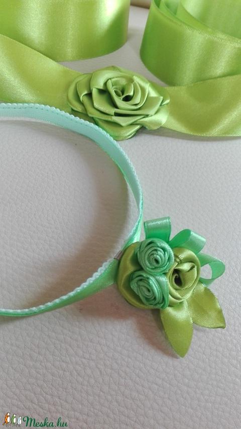 Nyakék zöldben (eviara) - Meska.hu