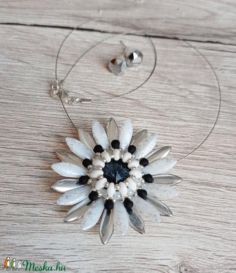 Harmatos ezüst virág szett - Meska.hu