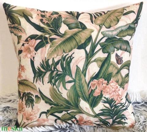 Pálmás trópusi dzsungel mintás díszpárna, virágos növényes pálmafás dekorpárna, huzat+belső párna 30x30cm (EVYHomeDecor) - Meska.hu