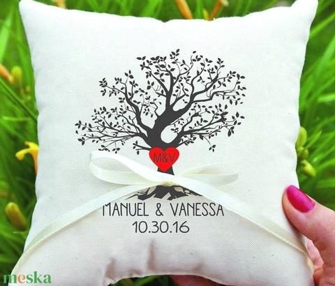 Egyedi ajándék esküvőre, évfordulóra, nászajándék párna, egyedi esküvői ajándék díszpárnahuzat + belső - név és dátum (EVYHomeDecor) - Meska.hu