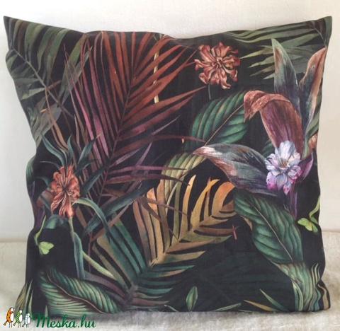 Pálmás orchideás, pillangós díszpárna, Fekete pálmaleveles trópusi díszpárna, dzsungeles díszpárna, huzat + belső párna (EVYHomeDecor) - Meska.hu