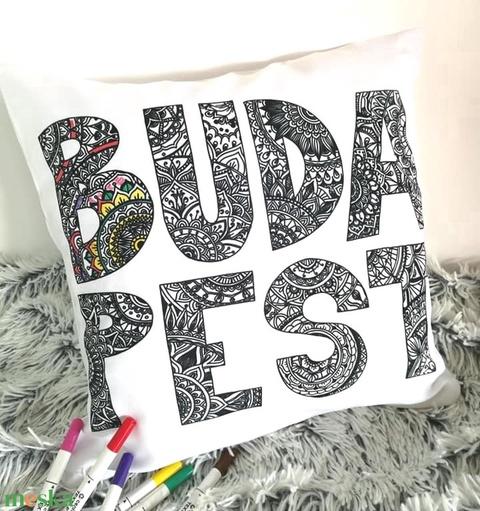 Budapest feliratos színezhető díszpárna, Ajándék gyerekeknek Karácsonyra, születésnapra,Mandala betűk, huzat+belső párna - Meska.hu