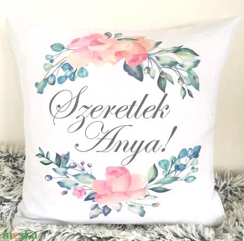 Anyák napi ajándék párna egyedi felirattal is, Virágos dekorpárna, névre szóló ajándék, huzat+belső párna - Meska.hu