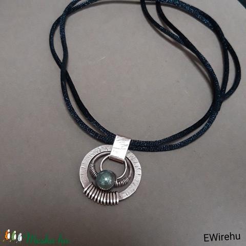 Boho, rusztikus réz medál pirit gyönggyel, egyedi kézműves, drótékszer (Ewire) - Meska.hu