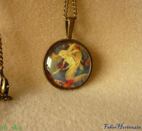Kis hableány nyaklánc (25 mm-es medállal), bronz színű, üveglencsés - ékszer - nyaklánc - medálos nyaklánc - Meska.hu
