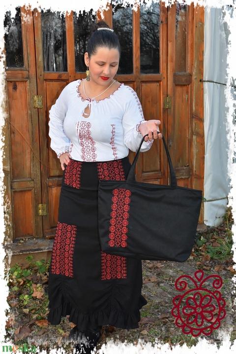 """""""Hannaróza"""" táska Borbolya keresztszemessel (fekete-vörös) - Meska.hu"""