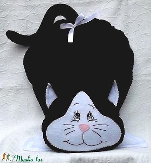 Fehér-fekete cica díszpárna - Meska.hu