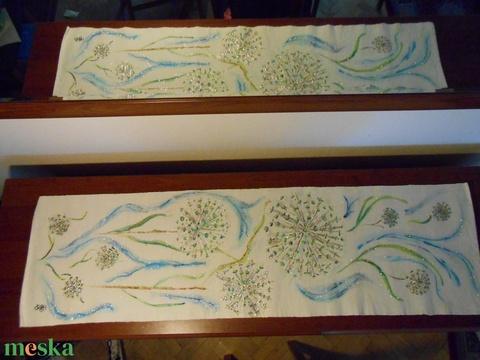 Hagymavirág kék fellegekkel, kézzel  festett egyedi terítő. - Meska.hu
