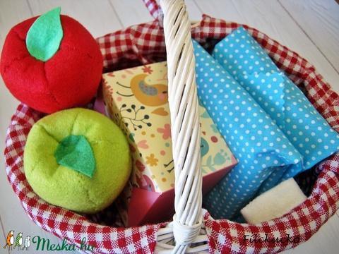 Játék piknik szett szendvicsekkel, almával, sütivel (Filckucko) - Meska.hu