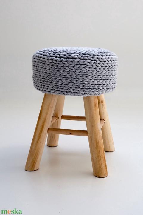 Horgolt ülőke, kisszék, (fonalkod) - Meska.hu