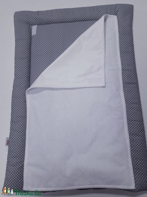 Pelenkázó alátét - Szürke-fehér pöttyös - otthon & lakás - lakástextil - Meska.hu