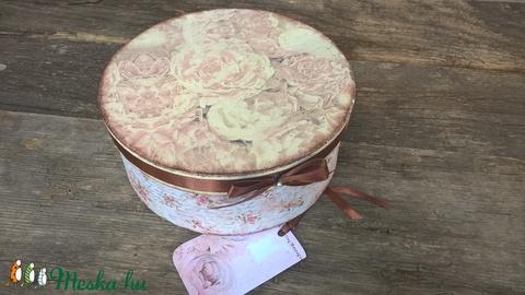 Rózsás ajándék- kalapdoboz-dísz, ajándékdoboz esküvőre, szülinapra (garievi) - Meska.hu