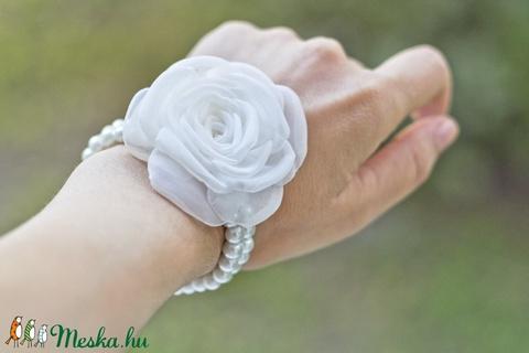 Rózsás gyöngysoros karkötő - SZETT (gemma) - Meska.hu