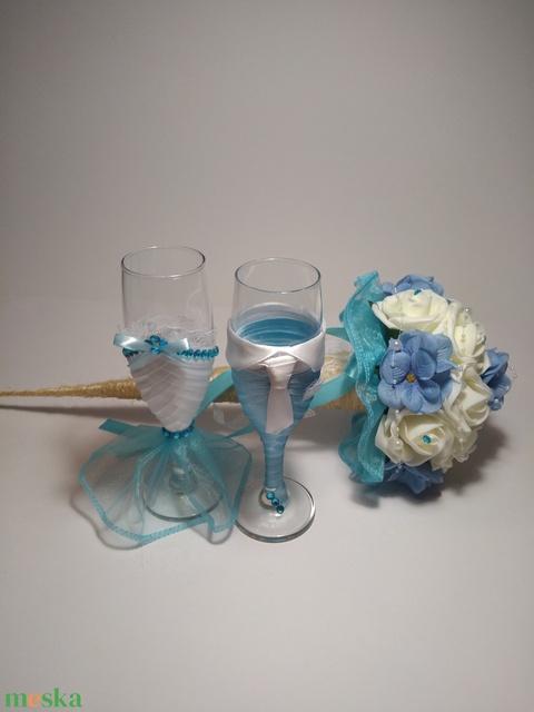 Esküvői pohár, halványkék csillogás (gervera) - Meska.hu