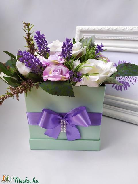 Szógletes virágbox, rózsa és levendula (gervera) - Meska.hu
