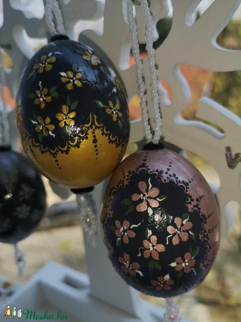Csipke mintás kézzel festett metál színű tojások gyöngyös függővel (giftlab) - Meska.hu