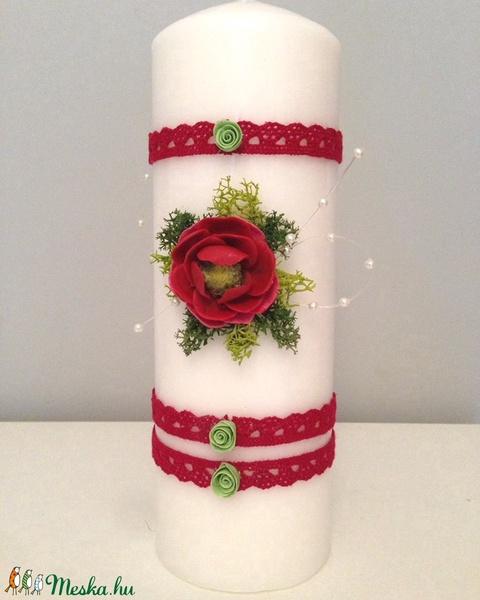Fehér dekor - gyertya , piros , agyagvirágokkal díszítve  - Meska.hu