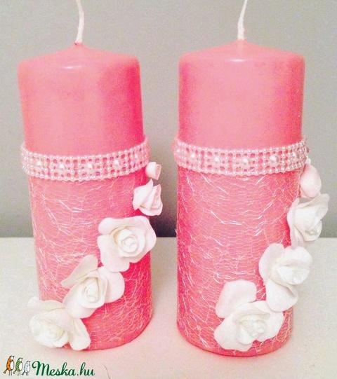 Kézműves rózsaszín dekor-gyertya , hófehér agyagvirággal díszítve ! - Meska.hu